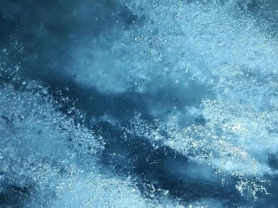 Рыбак из Ленобласти скончался после того как провалился под лед в Карелии