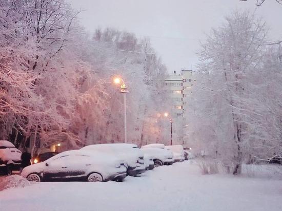 Петербург встал в пробках из-за неочищенных дорог