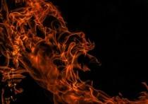 Под Духовщиной сгорел жилой бревенчатый дом