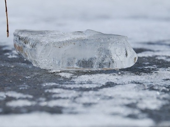 Петрозаводчанам напомнили, куда жаловаться на снег во дворах и лед у подъездов
