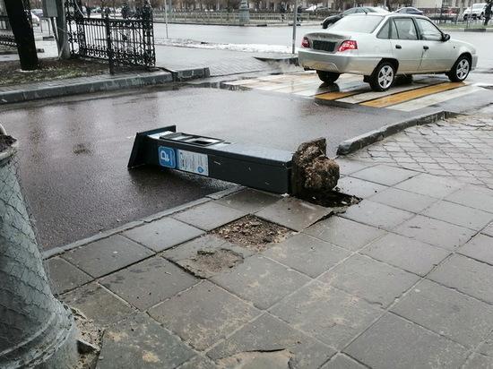 В центре Воронежа свалили паркомат