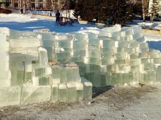 Снежный городок начали строить в Барнауле