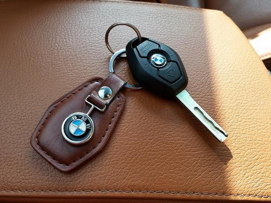 Клиент-мошенник «увел» у таксиста из Воронежа кредитную BMW