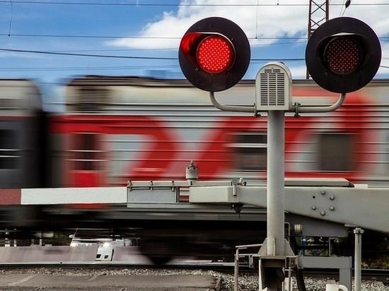 В Брянской области двух человек сбили поезда