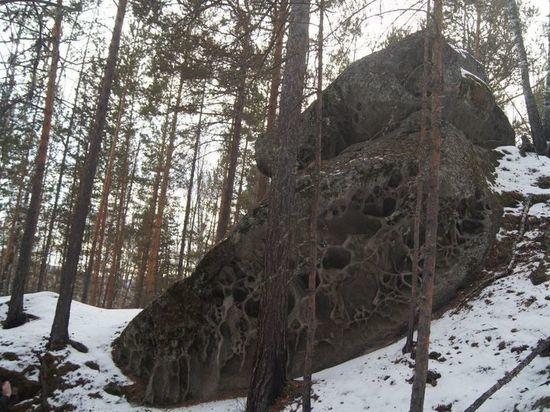 Спустя 2 года жителей Ширинского района уговорили организовать особую охрану на территории «Каменного леса» - природного памятника, состоящего из каменных глыб, имеющих определенные формы, очертания, историю и легенды