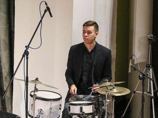 Дирижер Сергей Жилин пригласил музыканта из Хакасии выступить с его оркестром