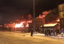 В Шушарах обрушился загоревшийся ангар