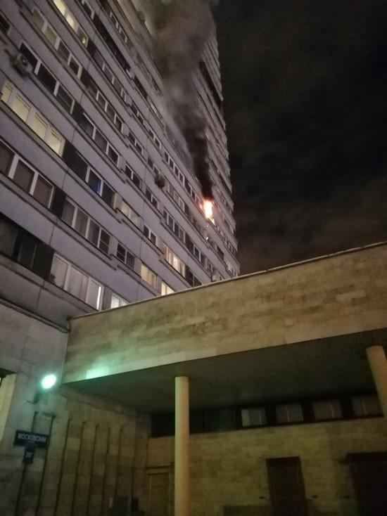Пять человек пострадали при пожаре на Московском проспекте