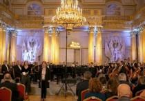 Известные музыканты перебрались из концертных залов в петербургские дворцы
