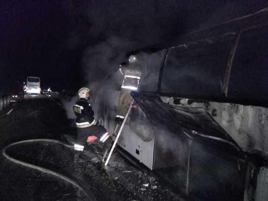 На кубанской трассе на ходу загорелся автобус с пассажирами