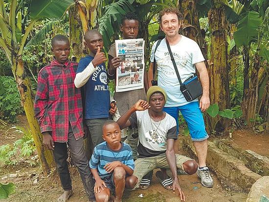 В Уганде тоже читают