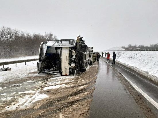 В Воронежской области перевернулся автобус, пострадали 17 человек