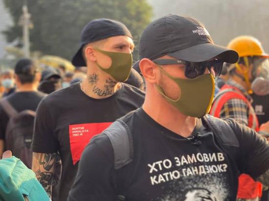 Украинские националисты со свастиками вышли на улицы протестующего Гонконга