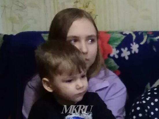 Осипов вручил девочке из многодетной семьи билет на Кремлевскую елку