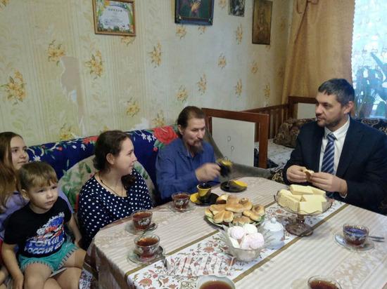 Осипов поручил разобраться с выдачей земли после жалобы многодетной семьи