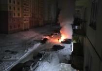 Автомобиль в новокузнецком дворе загорелся посреди ночи
