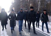 Губернатор Забайкальского края Александр Осипов раскритиковал качество ремонта 8 км дороги к поселку Дровяной в Улётовском районе, на которое ему указали местные жители