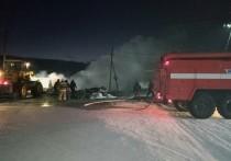 В Бурятии сгорела автомастерская и пять машин внутри нее