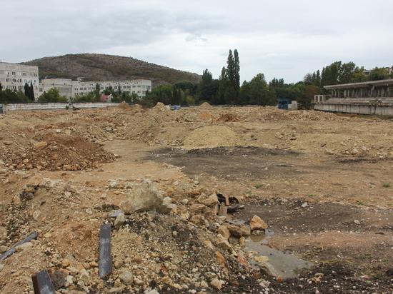 Стадион в Балаклаве: обещали футбольное поле, а получилась свалка