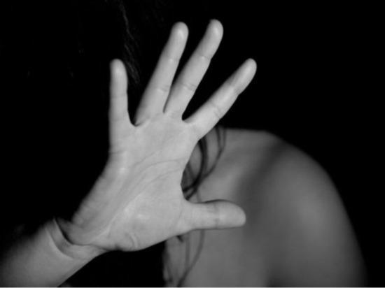 Под Омском дочь изнасиловали на глазах отца