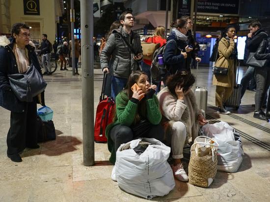 Забастовка из-за пенсионной реформы грозит парализовать Францию
