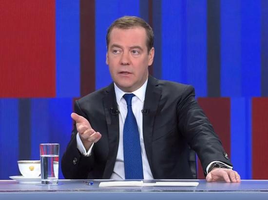 Медведев пообещал израсходовать из ФНБ триллион рублей