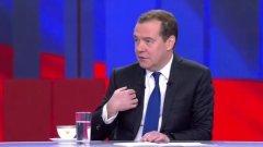 Медведев пообещал Ивлеевой не закрывать YouTube в России