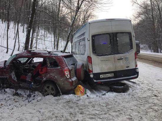 В Уфе столкнулись автобус и легковушка – есть пострадавшие