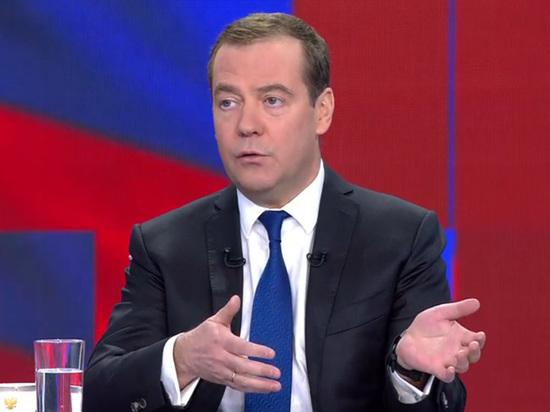 Психолог назвала маловероятным умение Медведева читать в два года