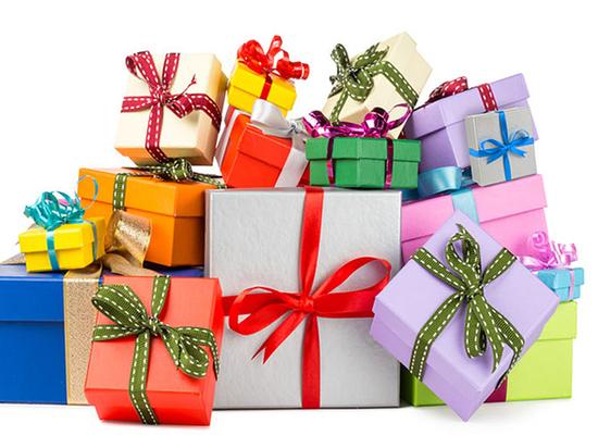 Выбираем подарки к праздникам: что популярно