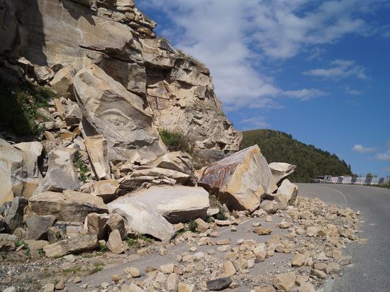 В горах Дагестана произошел камнепад