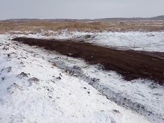 Под Омском появилось большое озеро из крови