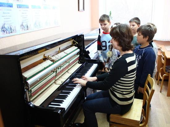 Омские школы получат пианино в рамках нацпроекта