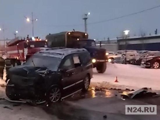 В Новом Уренгое произошло ДТП с участием автобуса