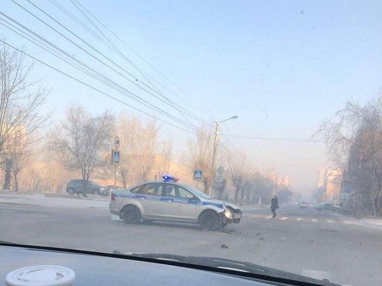 Экипаж ДПС столкнулся с иномаркой в центре Читы