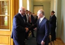 Президент Белоруссии Александр Лукашенко сегодня на встрече с президентом России Вдадимиром Путиным в Сочи заявил, что Минск не будет ничего просить у Москвы - ни дешевый, ни дешевую нефть