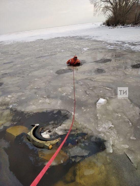 В Татарстане рыбак на мотоцикле провалился под лед Меши и погиб