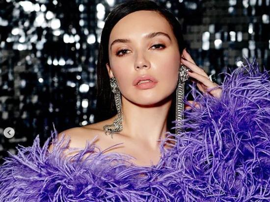 Серябкина обнажила грудь перед поклонниками: те назвали ее «килькой»