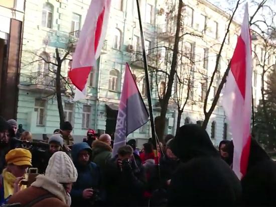 В Минске к посольству России отправилось шествие протестующих