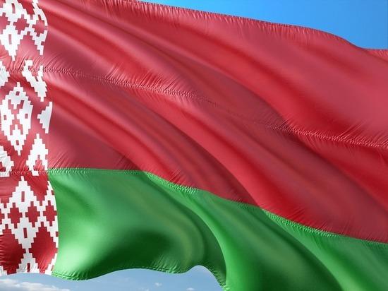К посольству России в Минске стянули спецназ