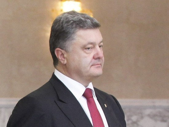 Порошенко и его жену закидали яйцами в Киеве
