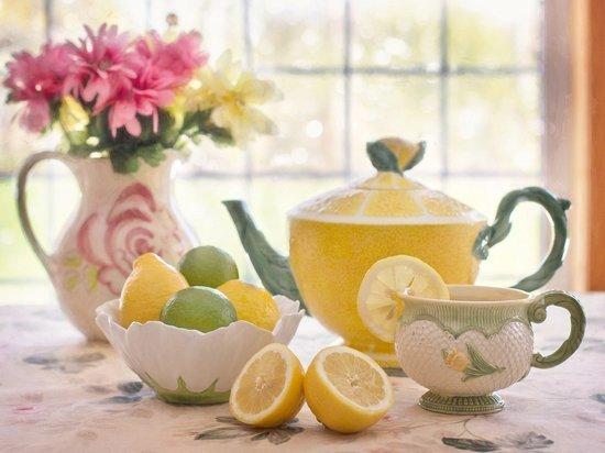 Кому срочно нужно съесть лимон, а кому это опасно для жизни