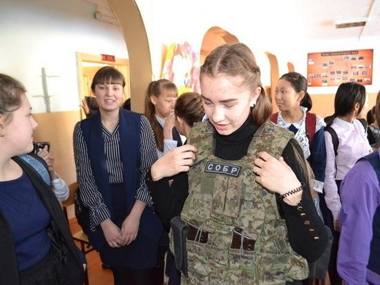 Росгвардейцы Бурятии провели урок мужества в День Героев Отечества