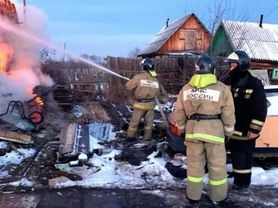 На пожаре в Зиме пострадали двое детей, ещё один погиб
