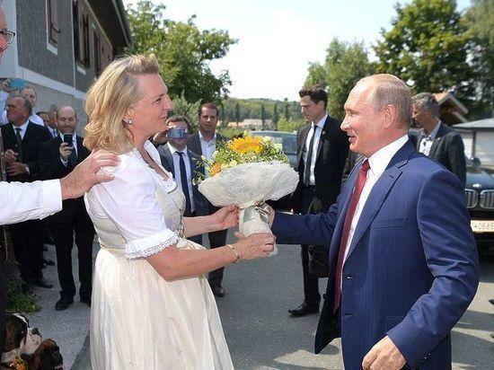 Экс-глава МИД Австрии рассказала об эмоциях от танца с Путиным
