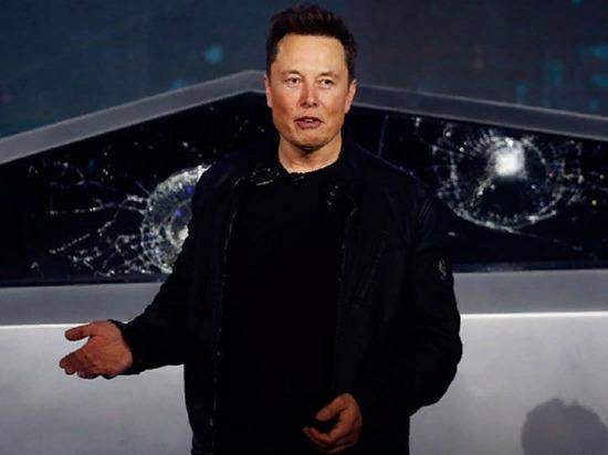 Илон Маск снёс ограждение на своём новом автомобиле