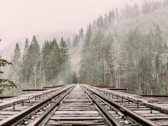 Два человека погибли на железной дороге в Тюменской области