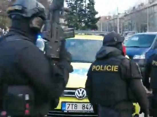 Шесть человек погибли в бойне у больницы в Остраве