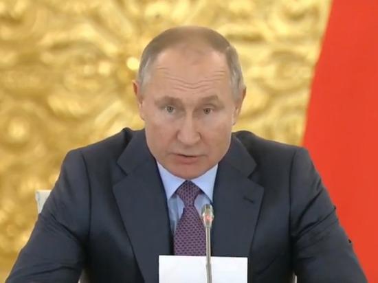 Путин заявил, что оппозиция после метания пластиковых стаканчиков начнет стрелять