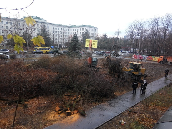 В Симферополе вырубили сквер ради будущей асфальтированной парковки